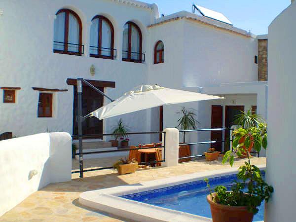 ibiza moderne ferienwohnung mit pool kimaanlage und. Black Bedroom Furniture Sets. Home Design Ideas