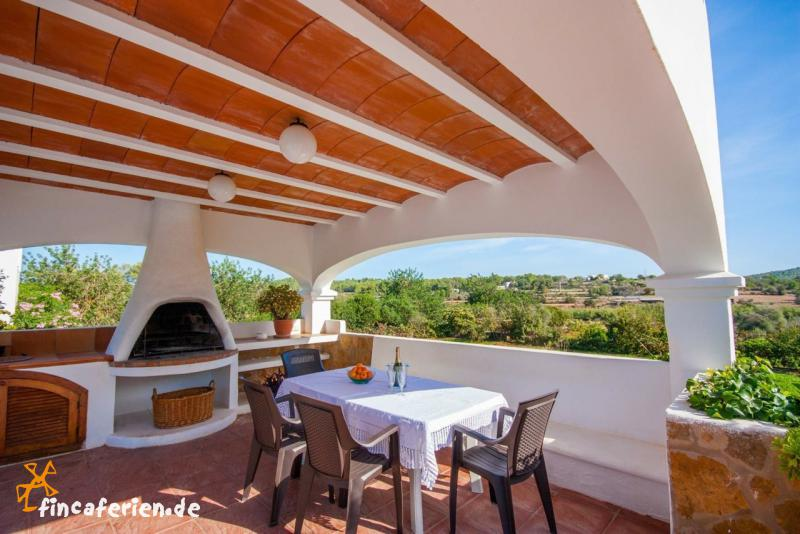 ibiza ferienhaus mit pool und klimaanlage auf dem land fincaferien finca. Black Bedroom Furniture Sets. Home Design Ideas
