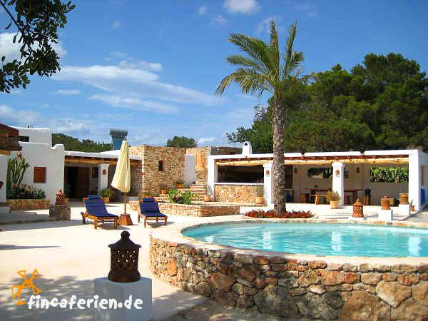 exklusive finca auf ibiza mit internet und pool cala vadella fincaferien finca. Black Bedroom Furniture Sets. Home Design Ideas