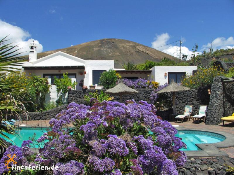 finca lanzarote ferienhaus mit meerblick und pool fincaferien. Black Bedroom Furniture Sets. Home Design Ideas