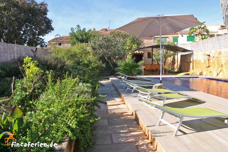 gro es ferienhaus in santanyi mit pool garten und klimaanlage fincaferien. Black Bedroom Furniture Sets. Home Design Ideas