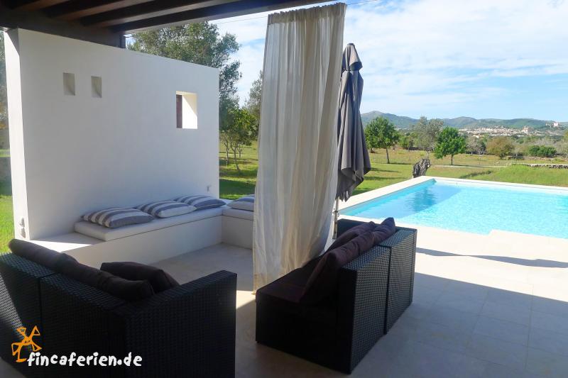 moderne finca mit pool und klimaanlage bei arta fincaferien. Black Bedroom Furniture Sets. Home Design Ideas