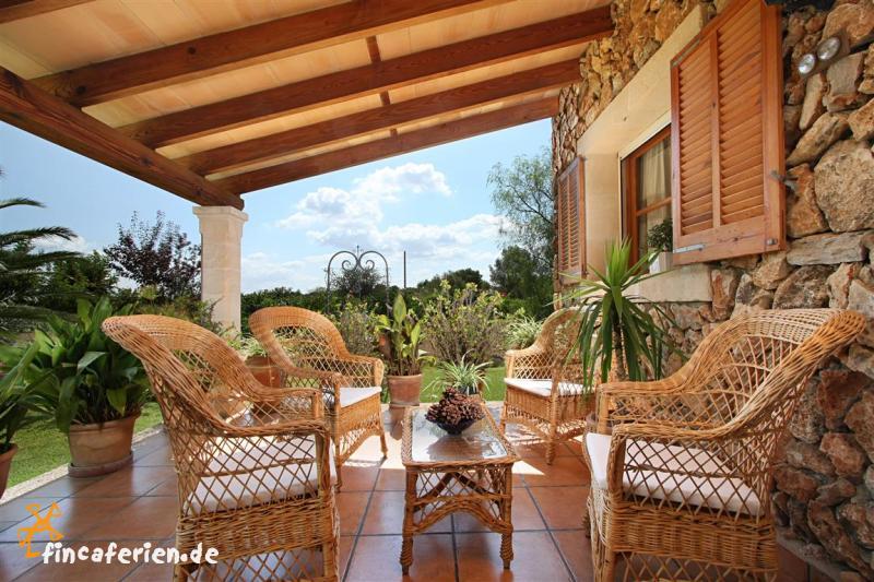 Mallorca private finca mit pool und klimaanlage fincaferien - Terrassen fotos ...