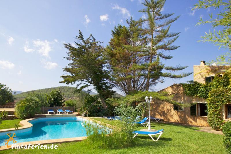 familienurlaub strandnahes ferienhaus f r 10 personen mit pool und garten fincaferien. Black Bedroom Furniture Sets. Home Design Ideas