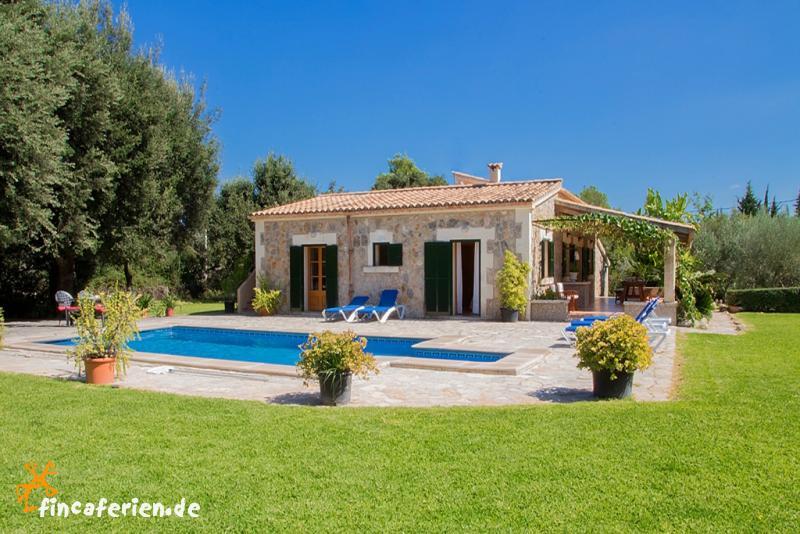 landhaus mit pool bei pollensa ortsnah mallorca nord. Black Bedroom Furniture Sets. Home Design Ideas