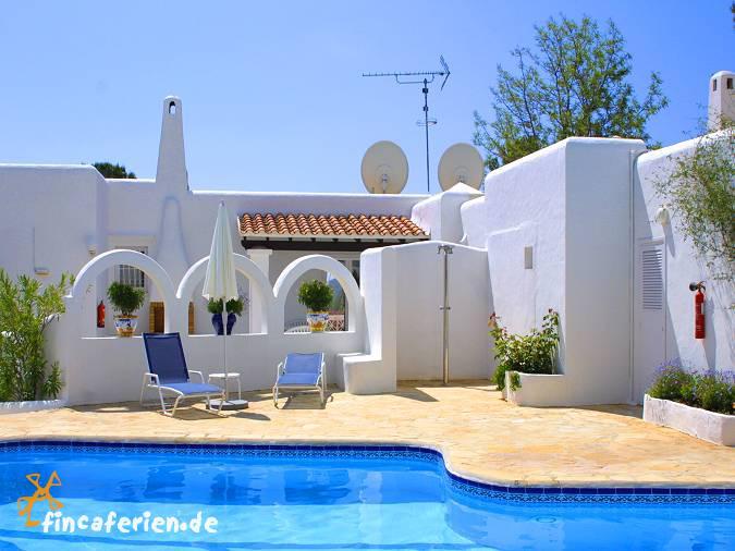 ibiza strandnahe ferienwohnung mit pool und klimaanlage. Black Bedroom Furniture Sets. Home Design Ideas
