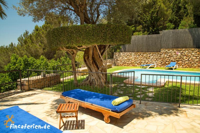 ibiza finca mit pool kindersicher klimaanlage santa eulalia fincaferien finca. Black Bedroom Furniture Sets. Home Design Ideas