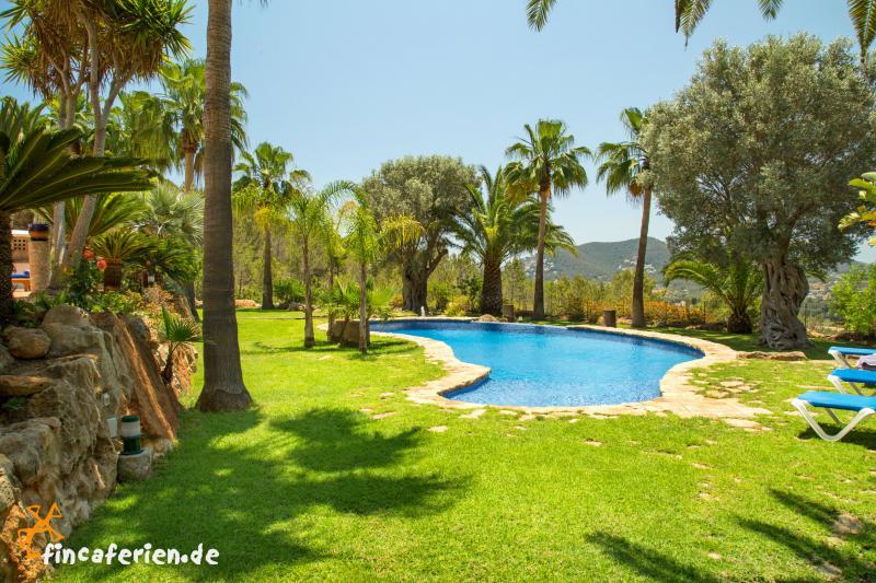 Ibiza santa eulalia strandnahe finca mit pool und - Gartenanlage mit pool ...