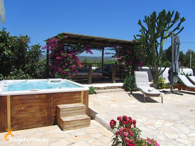 ibiza finca mit pool bei sant rafael f r 10 personen fincaferien finca. Black Bedroom Furniture Sets. Home Design Ideas