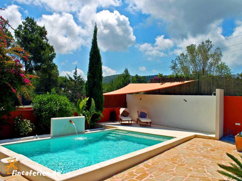 Finca auf ibiza mit pool und klimaanlage fincaferien for Finca mit pool