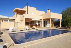Ferienhaus mit Pool bei Sant Jordi (Nr. 0046)
