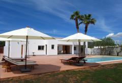 Strandnahes Ferienhaus mit Pool und Klimaanlage (Nr. 0197)