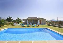 Günstiges Ferienhaus mit Pool bei Pollenca (Nr. 0444)