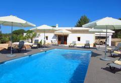 Finca mit Pool und Klimaanlage nahe Santa Eulalia (Nr. 0037)