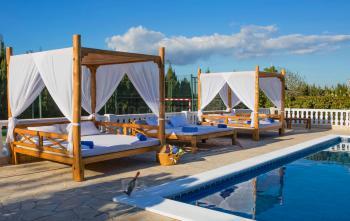 Relaxen am Pool und der Chill-Out-Terrasse