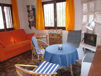 Sofa, Sitzecke und Kachelofen