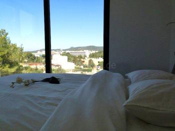 Schlafzimmer mit Balkon und tollem Blick