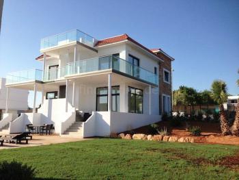 Moderne Villa mit großer Dachterrasse