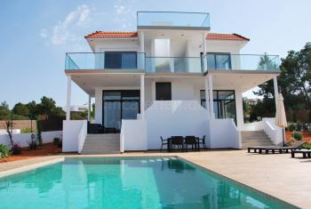Strandnahe Villa für 6 Personen mit Pool