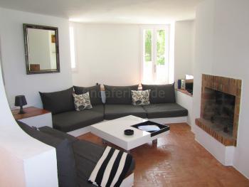 Wohnzimmer mit Sat-TV, Internet und Kamin