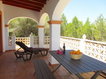 Ibiza Urlaub in ruhiger, ortsnaher Lage
