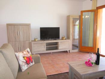 Moderne Möblierung und Sat-TV
