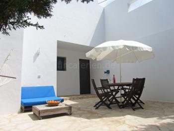 Relaxen auf der geschützten Terrasse