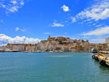 Eivissa - Blick auf Hafen und Altstadt