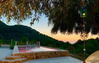 Modernes Ferienhaus mit Pool und Meerblick