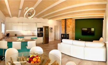 Offener Wohnbereich mit Klimaanlage
