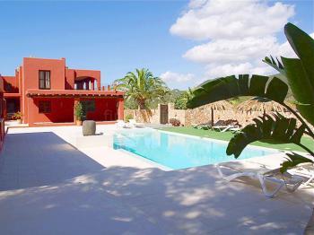 Ferienhaus mit Pool und WLAN