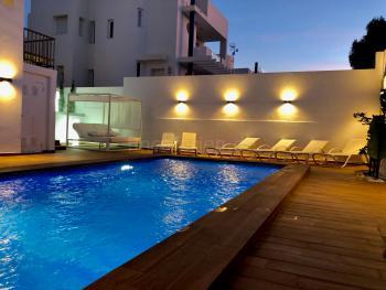 Strandnahes Ferienhaus mit Pool und Klimaanlage