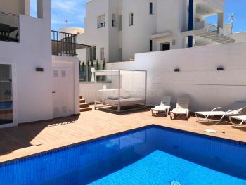 Modernes Ferienhaus mit Pool für 10 Personen