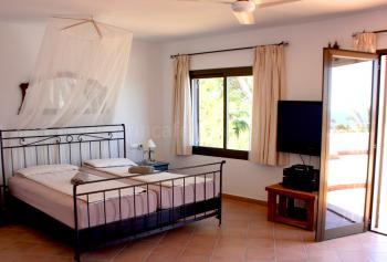 Schlafzimmer mit Terrasse und Klimaanlage