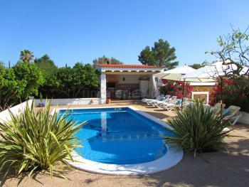 Ferienhaus mit Pool nahe Ibiza-Stadt