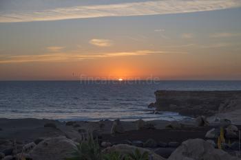 Relaxen am Strand bei Sonnenuntergang