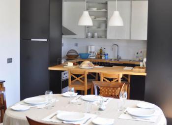 Offene Küche und Frühstückstresen