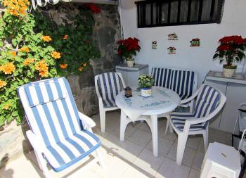 Private Terrasse mit Essplatz und