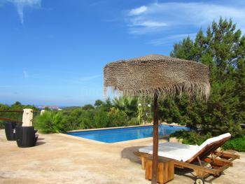 Relaxen am Pool - Meerblick genießen