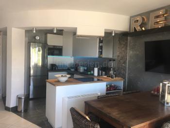 Offene Küche und Essplatz