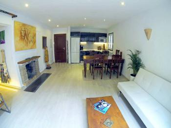 Wohn- und Essbereich mit Klimaanlage