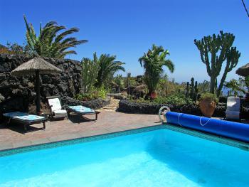 Garten, Sonnenterrasse und Pool