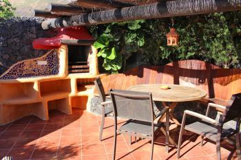 Private Terrasse mit Grill und Essplatz