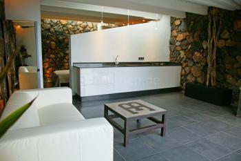 Küchenzeile und Wohnbereich