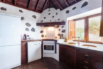 Offene Küche mit Ceranfeld, Geschirrspüler