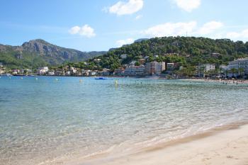 Relaxen am Strand in Port de Sóller