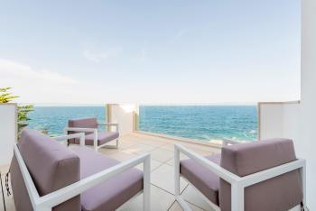 privater Terrasse und Meerblick
