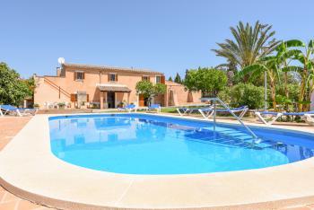 Finca mit Pool und Klimaanlage für 10 Personen