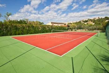 Privater Tennisplatz