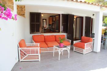 Terrasse mit gemütlicher Sitzgruppe